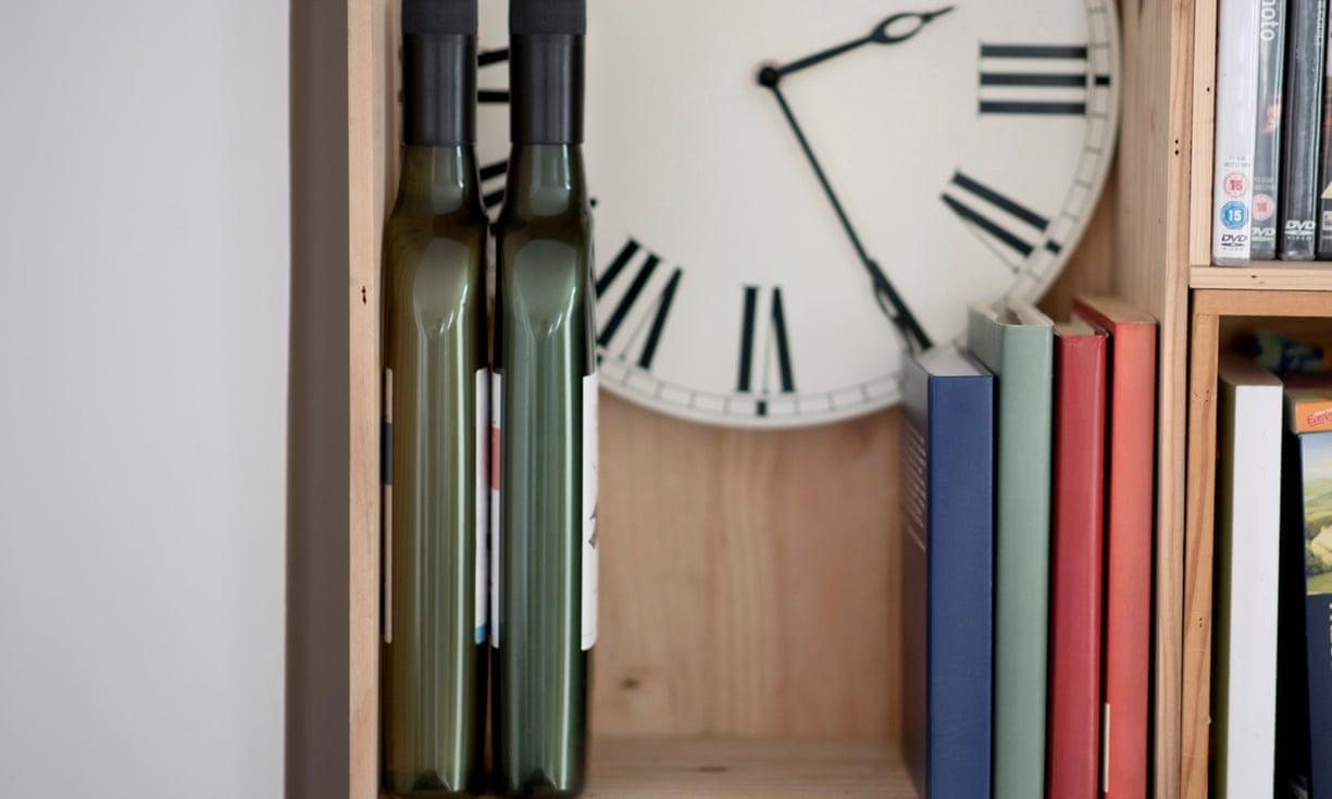 Rượu vang có thể sớm được phân phối trong chai nhựa dẹt thay vì chai thủy tinh tròn