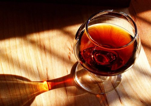 Phân loại các loại rượu vang dựa vào màu sắc rượu, các giống nho, và phương pháp sản xuất